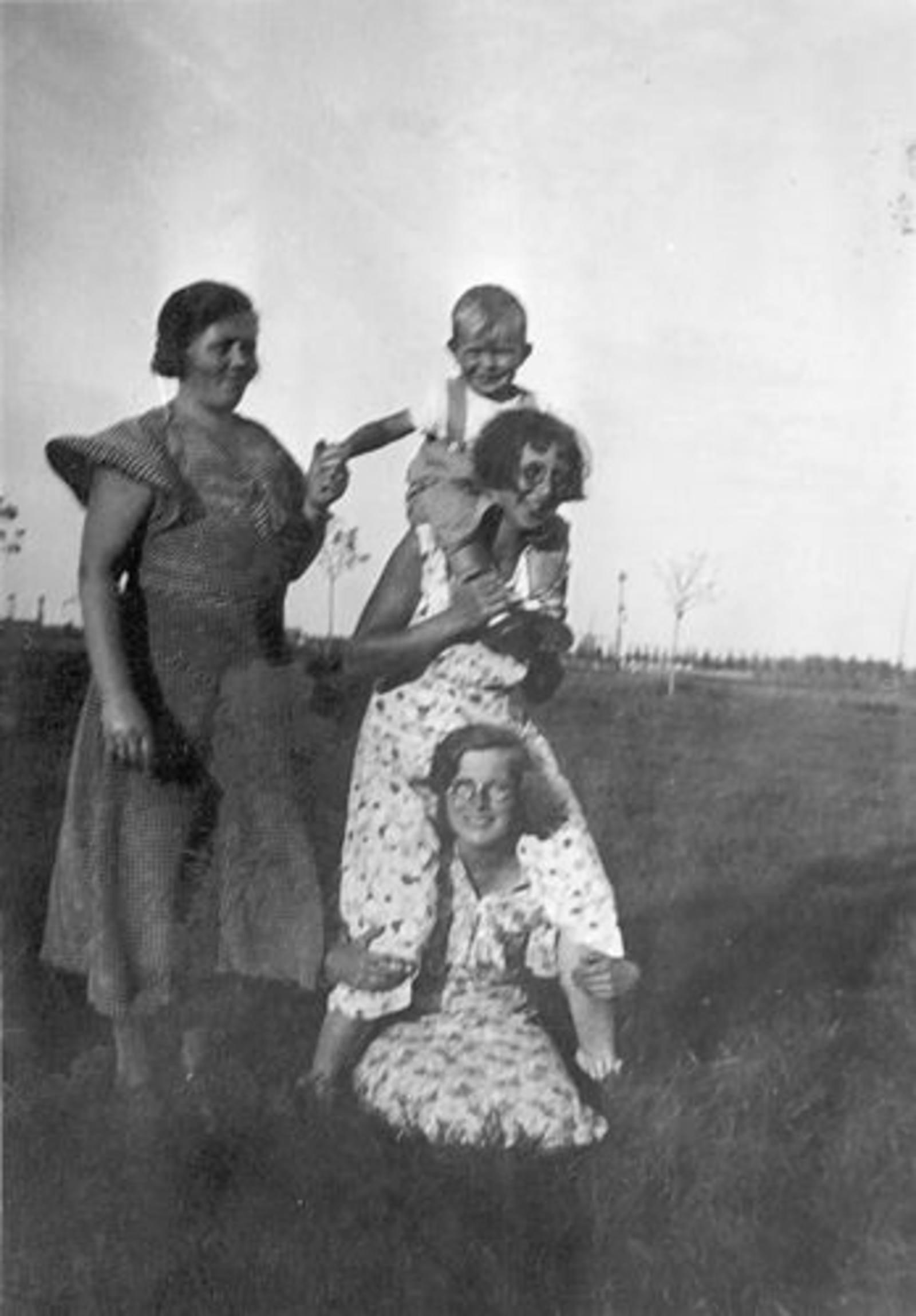 Koning Joop de 1930 1931± met oa tante Cor Tichelaar
