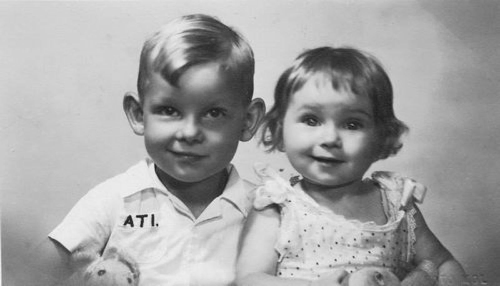 Koolbergen Aad 1941 1945± Portret met zus Ellie