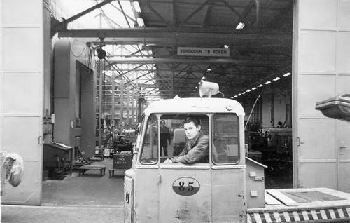 Koolbergen Aad 1941 19__ werkt op Schiphol bij KLM 01