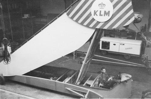 Koolbergen Aad 1941 19__ werkt op Schiphol bij KLM 02