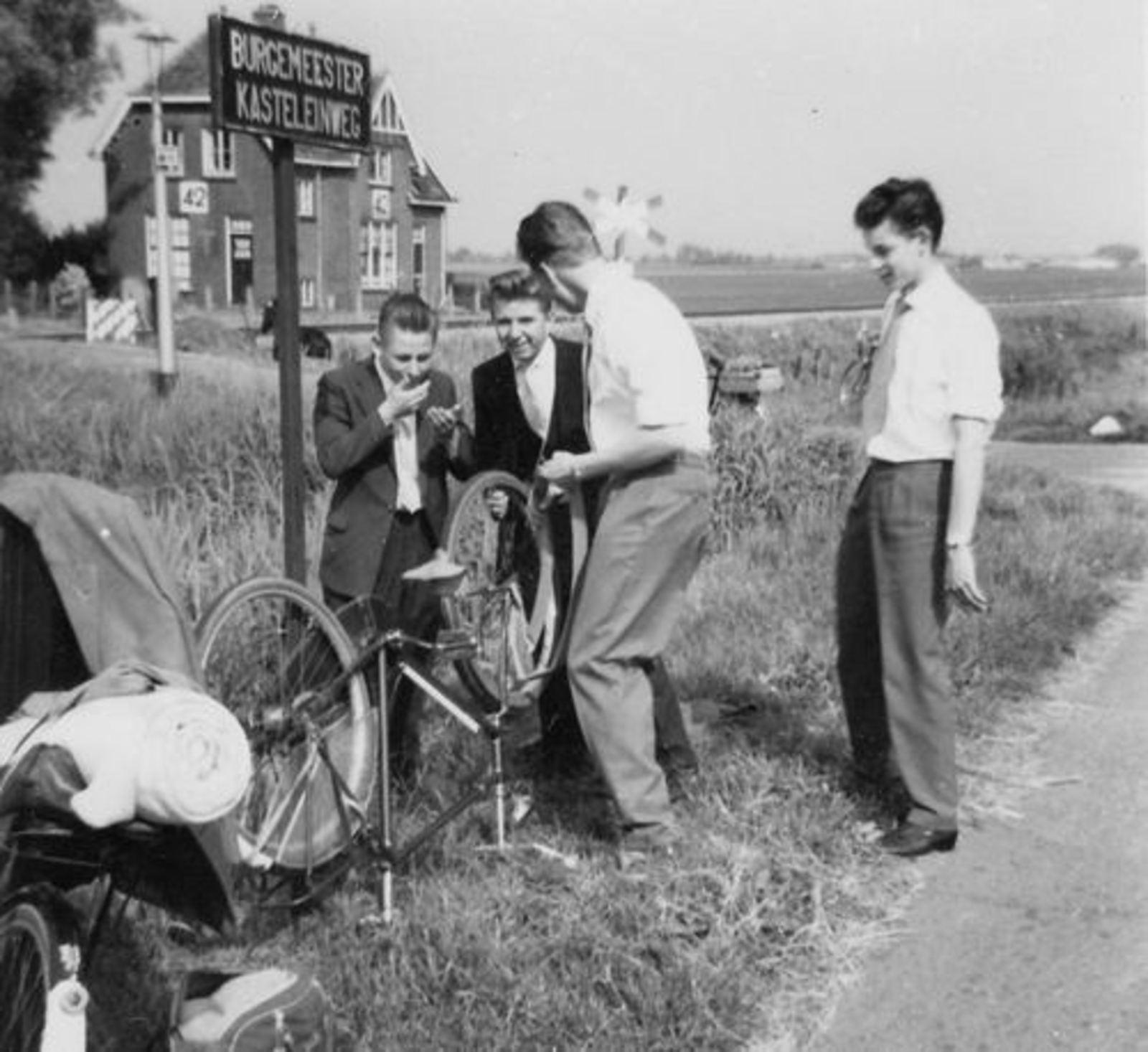 Koolbergen Aad 1957± Fietsweekend naar Laren