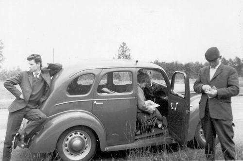 Koolbergen Fons 1914 1959 op stap met Ford Prefect