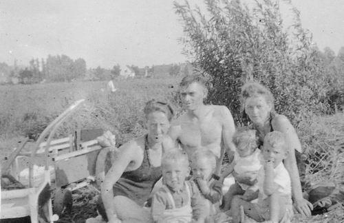 Koolbergen Fons 1914 19__ met Familie bij Oude Zwembad