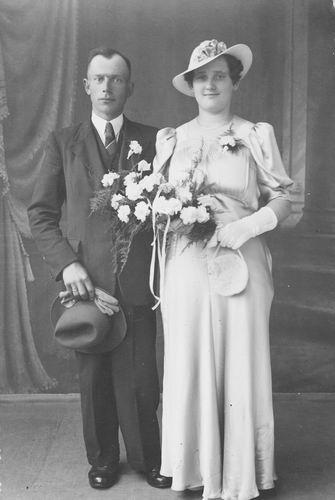 Koolbergen Marie 1917 19__ trouwt Wim Streng