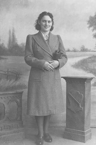 Koolbergen Nel 1924 19__ bij de Fotograaf