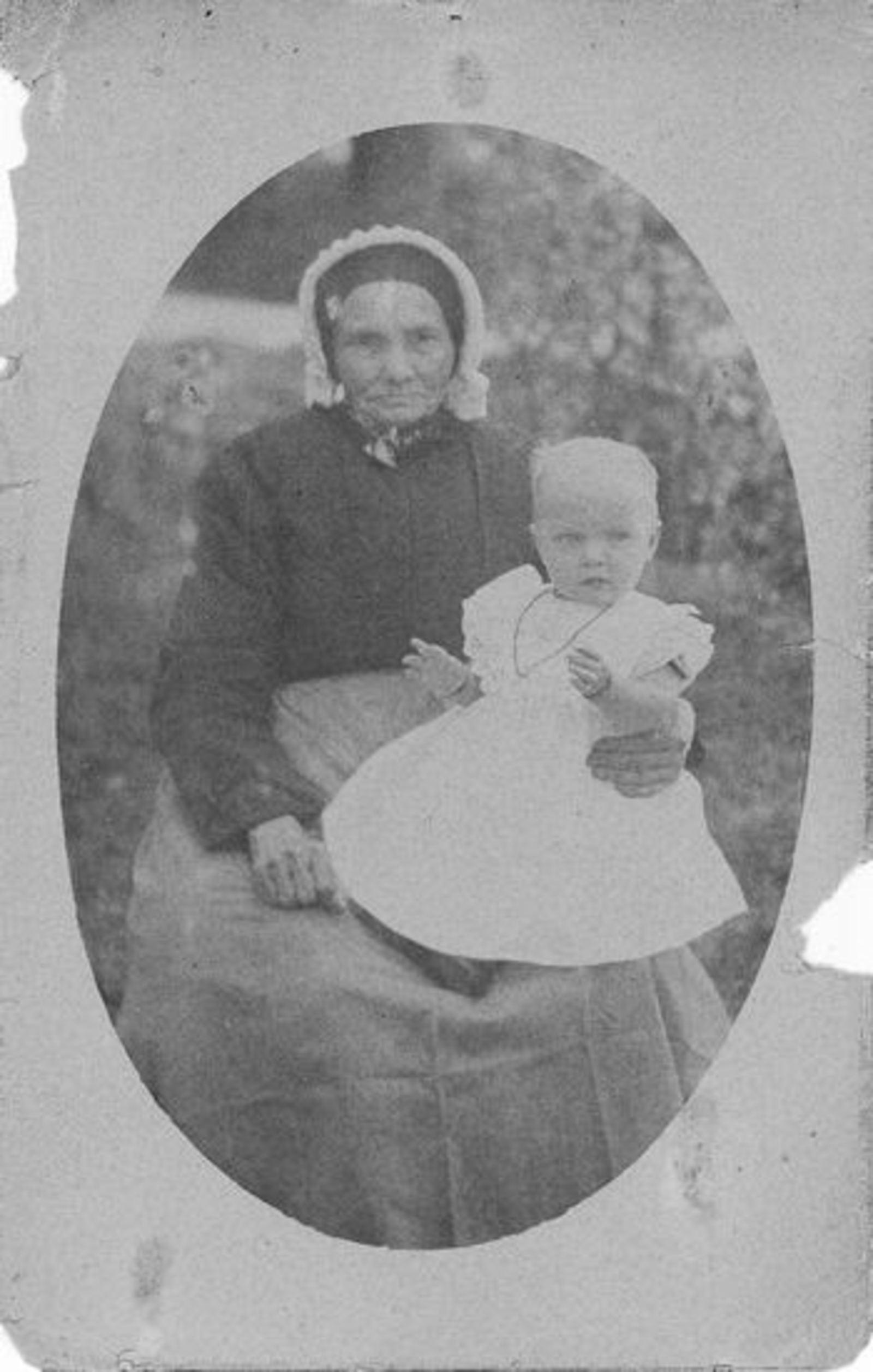 Koter - v Brakel Teuntje de 1841 1918± met baby Teuntje A Hdr