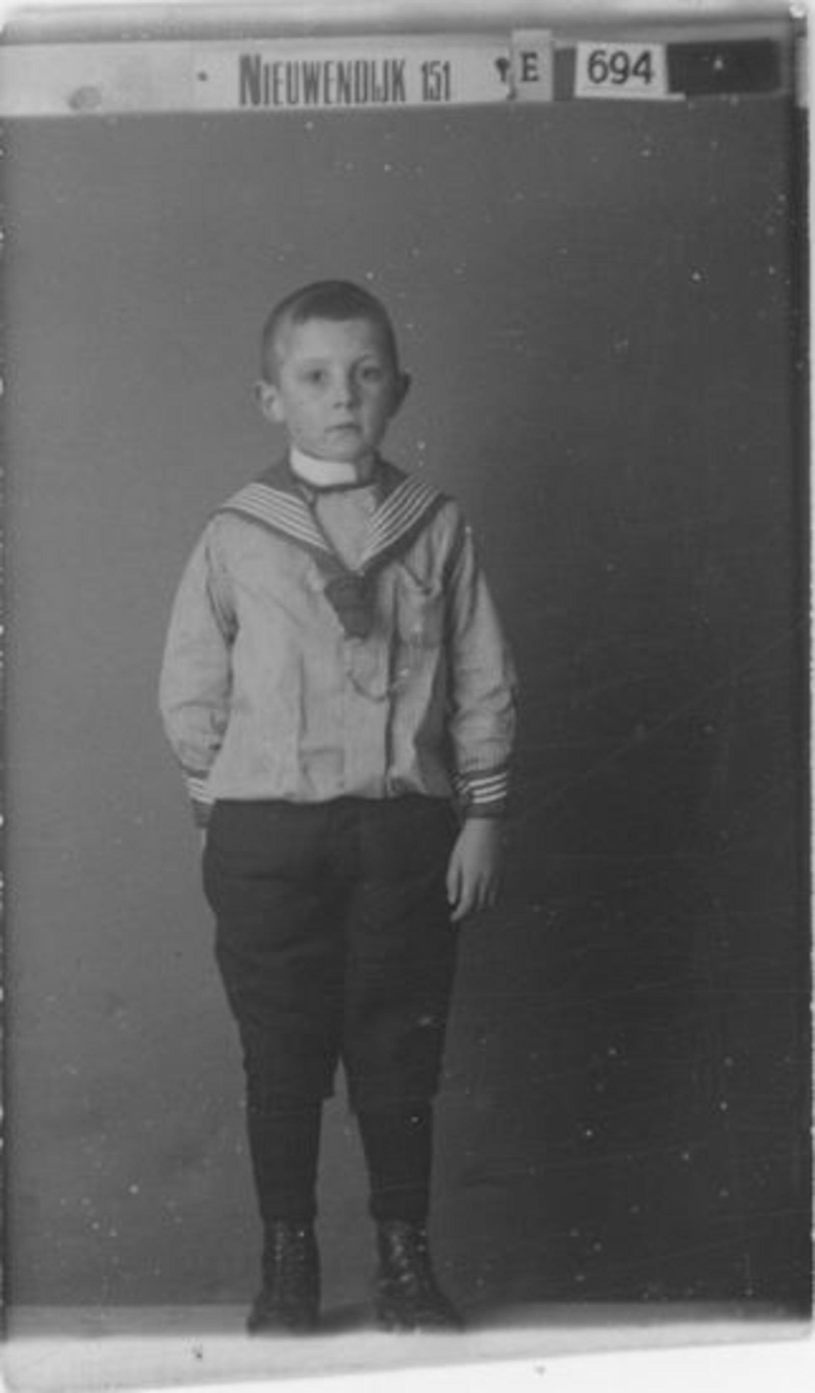 Koter Arie H de 1882 191_ zoon Gerrit bij Fotograaf Nieuwendijk 151