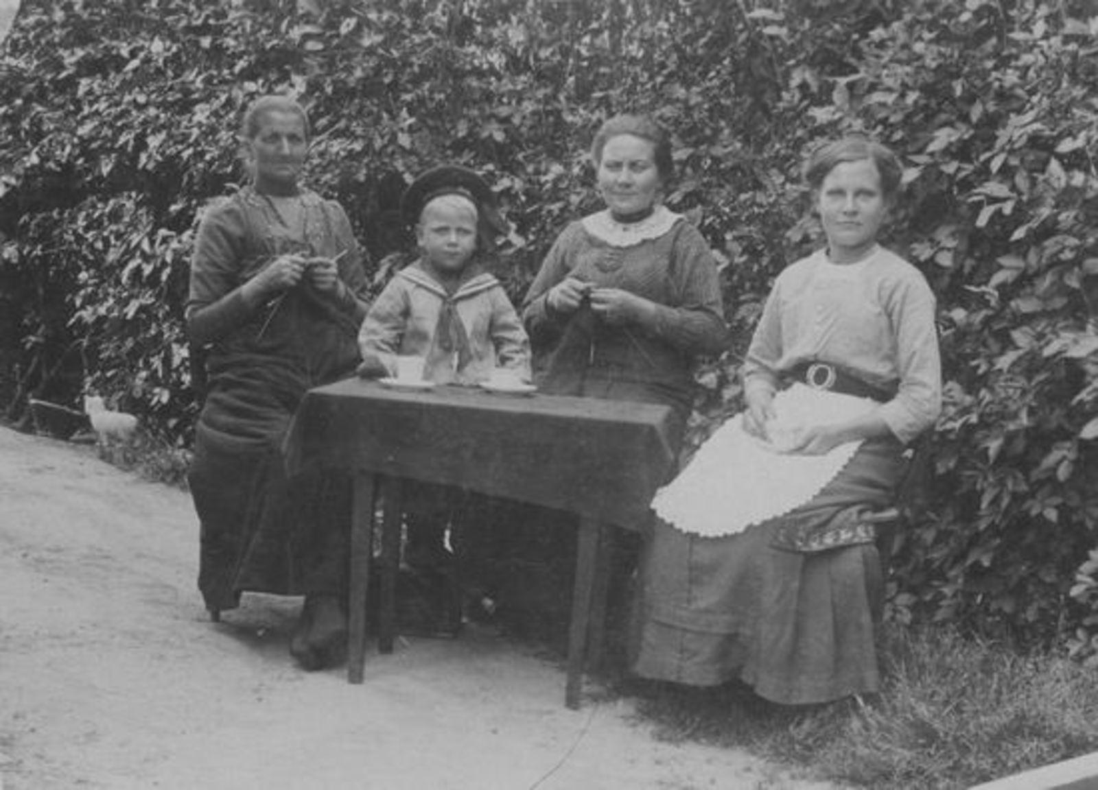 <b>ZOEKPLAATJE:</b>Koter Jan Willem 1866 19__ vrouw Maria Kempe met Onbekend
