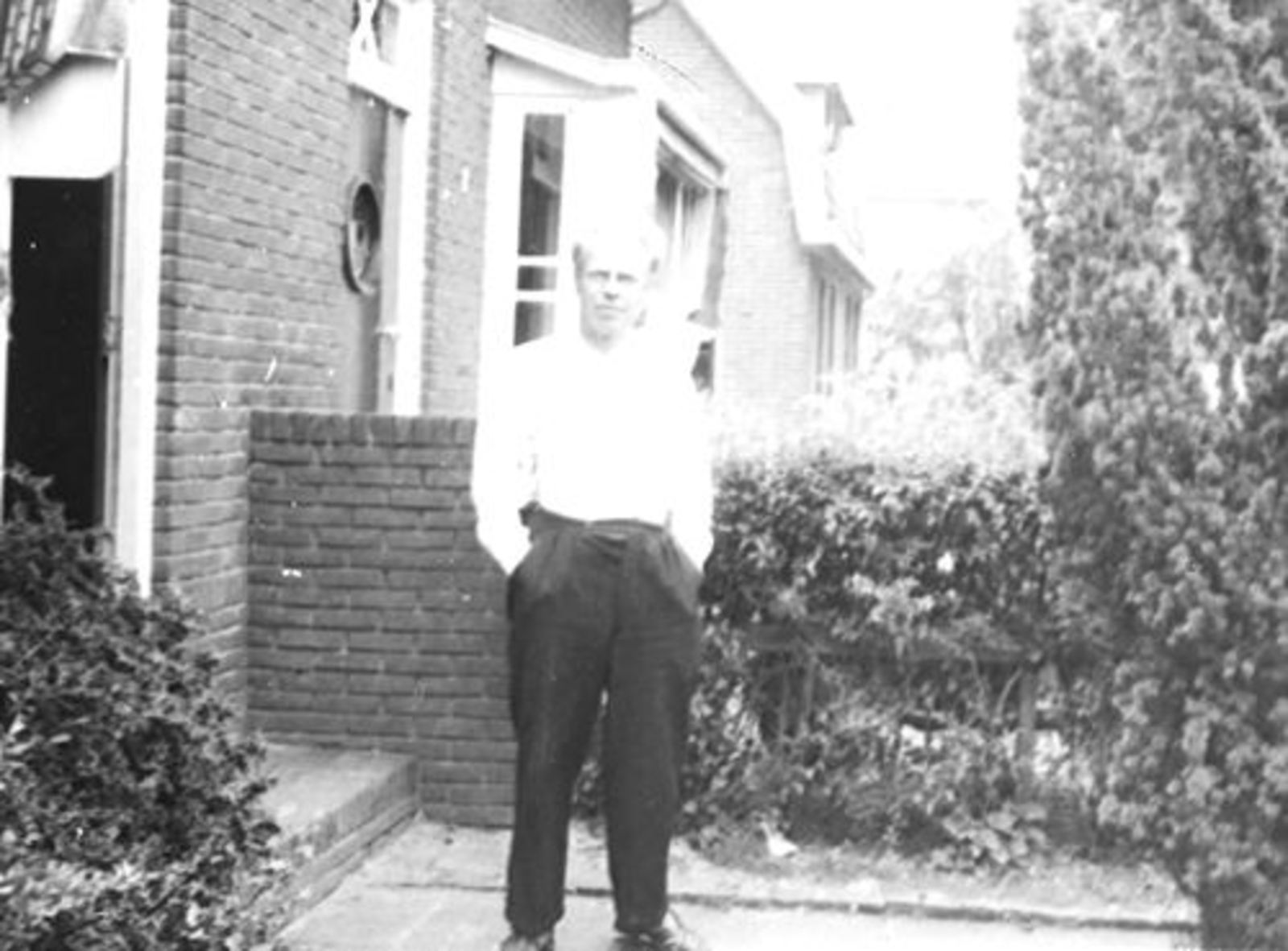 Kruislaan N 0007-5 1956± met echtpaar Mannessen 01