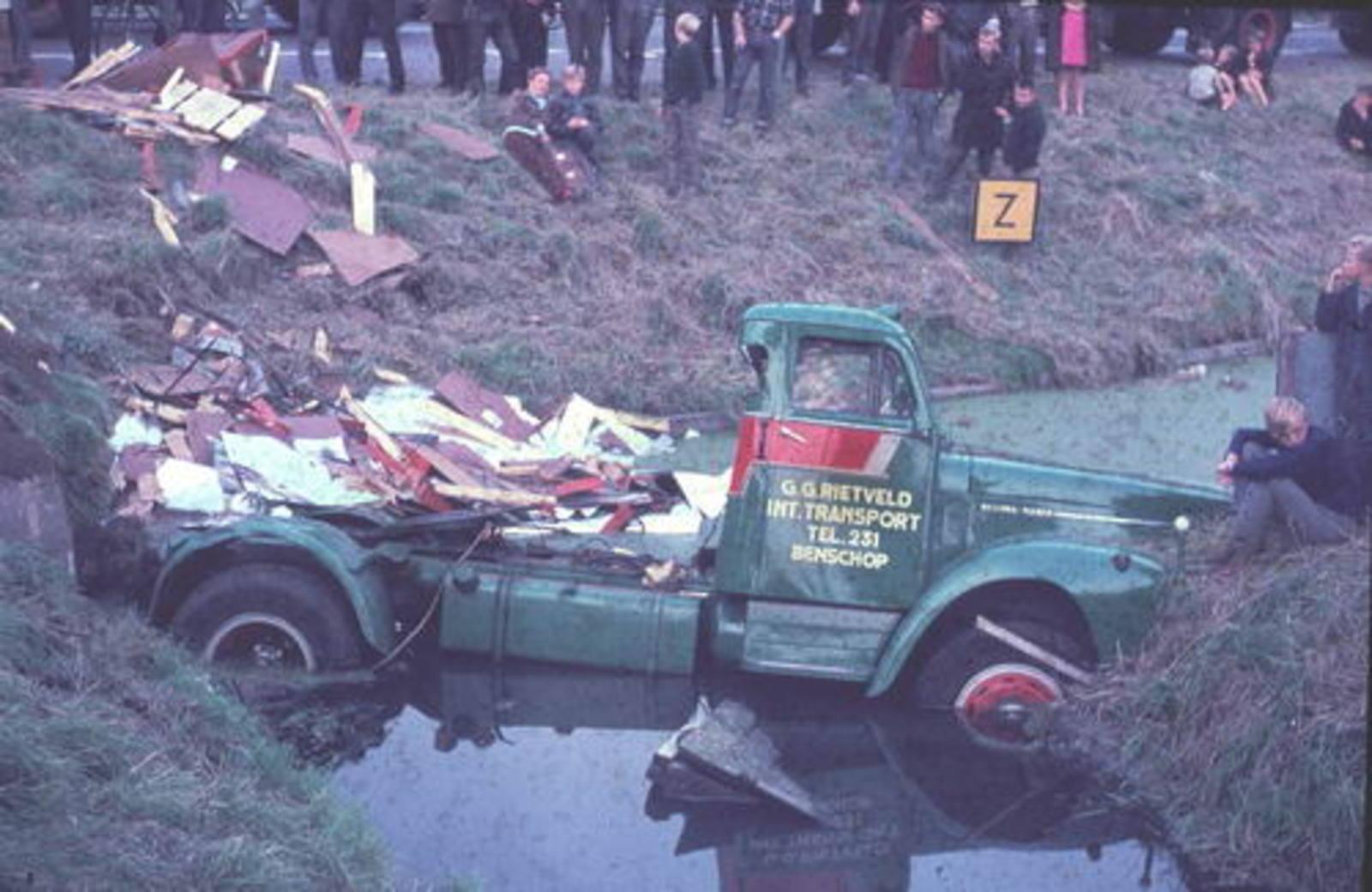 Kruisweg N 0300± 1966± Vrachtauto Rietveld in Kruistocht 02