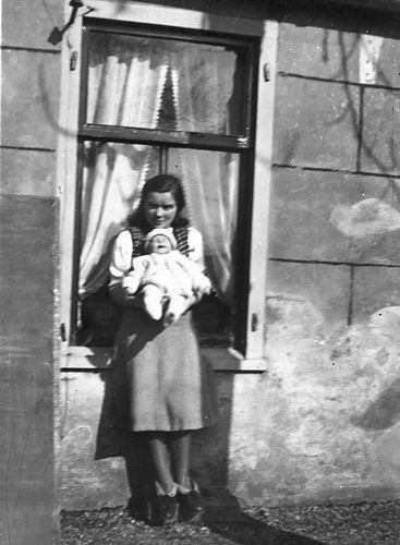 Kruisweg N 0315 1943 met Baby Cees Stieva en familie 04