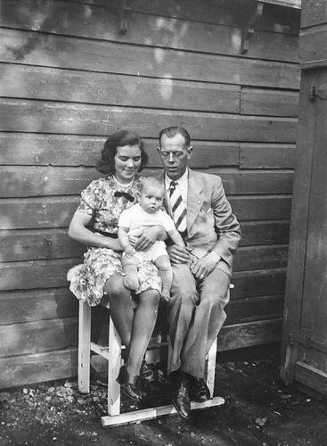 Kruisweg N 0315 1943 met Baby Cees Stieva en familie 05