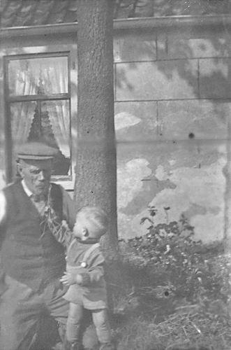 Kruisweg N 0315 1944 met Baby Cees Stieva en familie 03