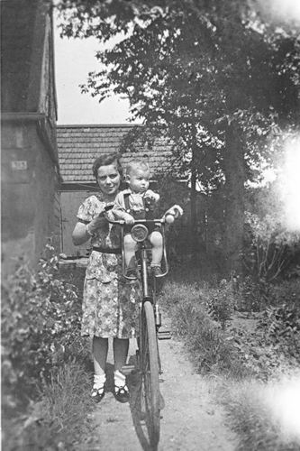 Kruisweg N 0315 1944 met Baby Cees Stieva en familie 04