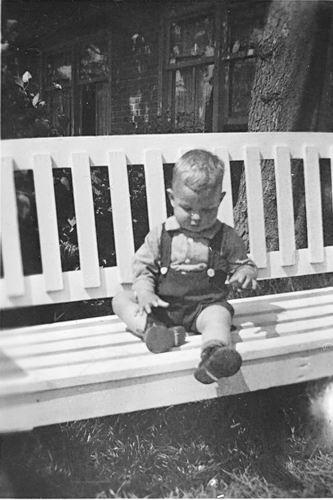 Kruisweg N 0315 1944 met Baby Cees Stieva en familie 05