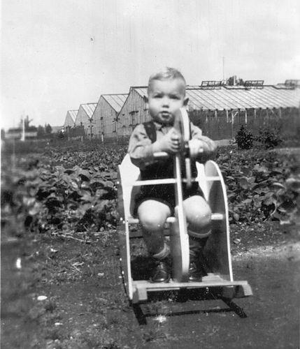 Kruisweg N 0315 1944 met Baby Cees Stieva en familie 11