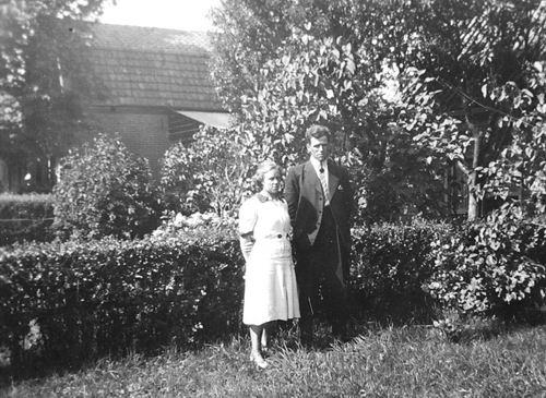 Kruisweg N 0315 19__ met Jan en Jaan vd Haar-Stieva
