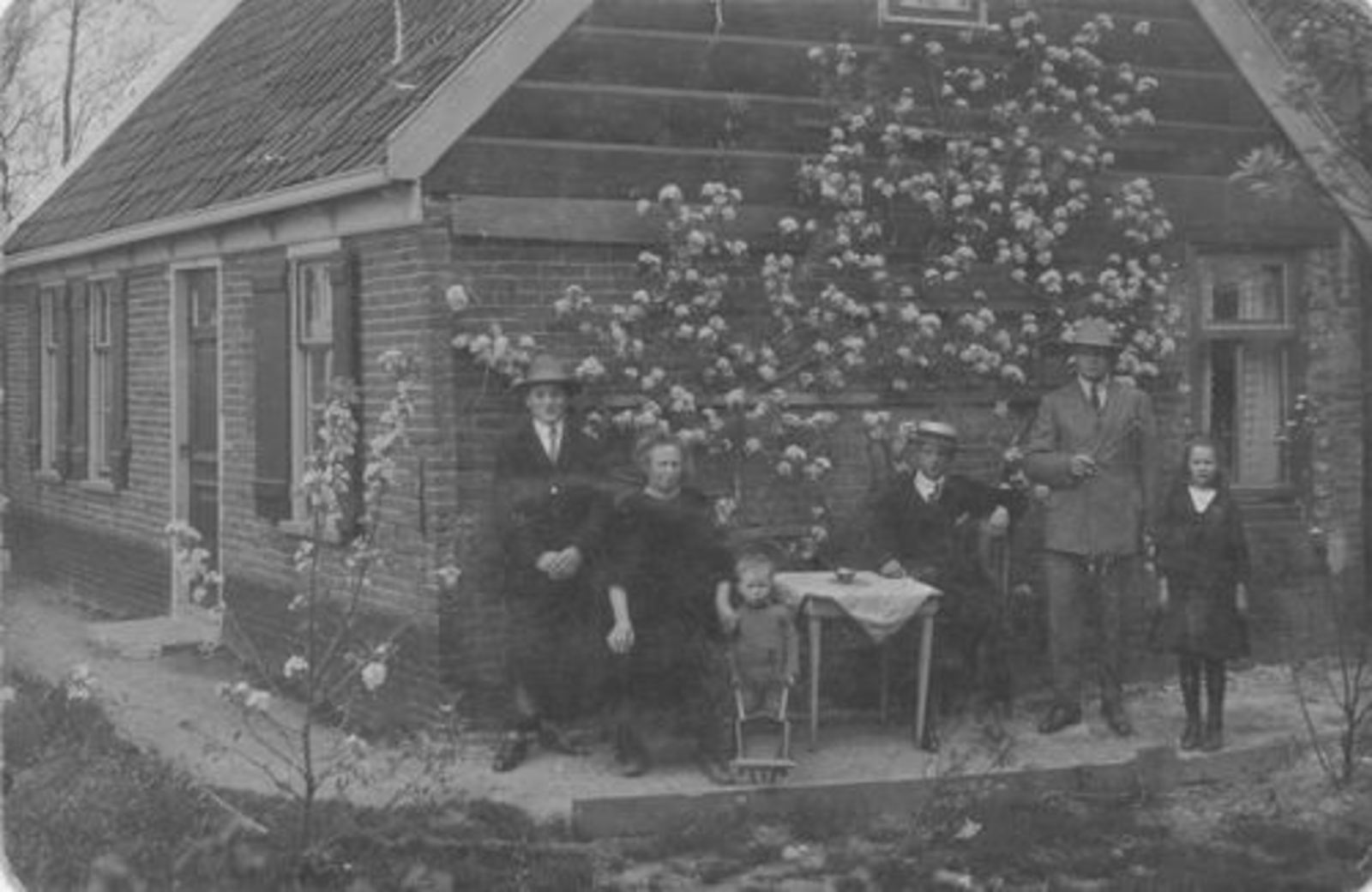 Kruisweg N 0339 1925± met Fam Heijstek