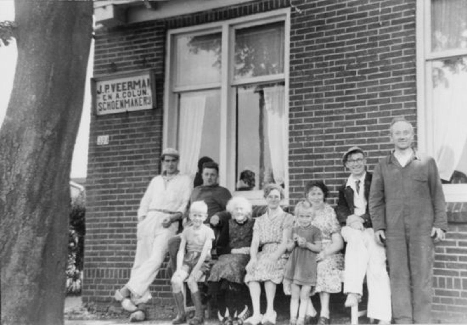 Kruisweg N 0391 19__ met Families Veerman en Hoogstraten 01