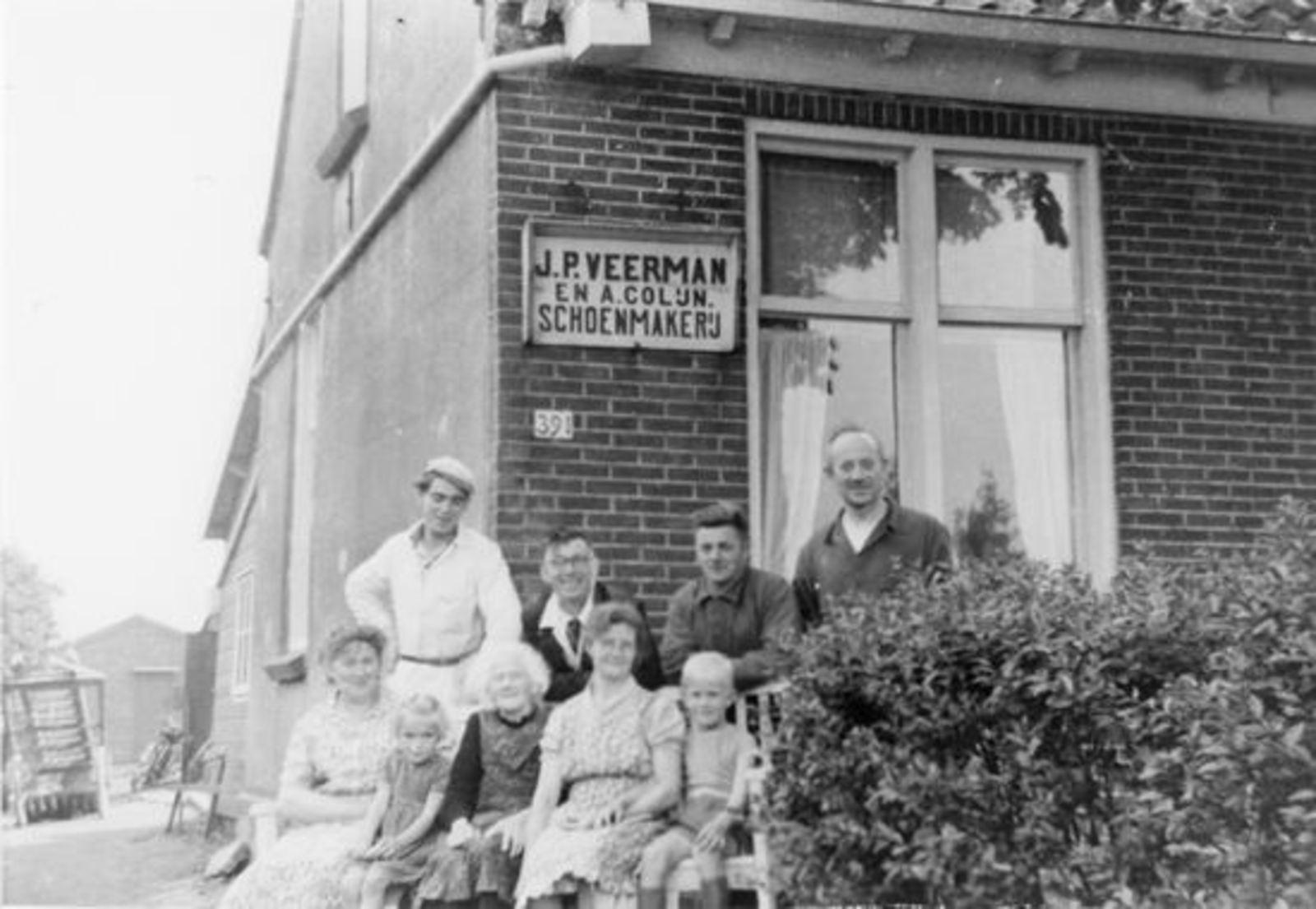 Kruisweg N 0391 19__ met Families Veerman en Hoogstraten 02