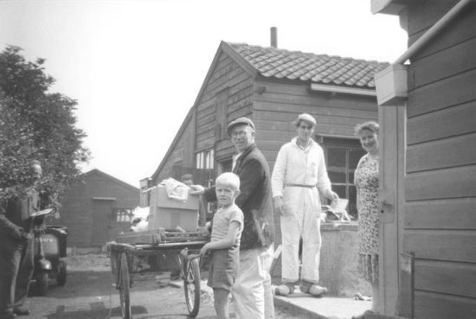 Kruisweg N 0391 19__ met Families Veerman en Hoogstraten 03