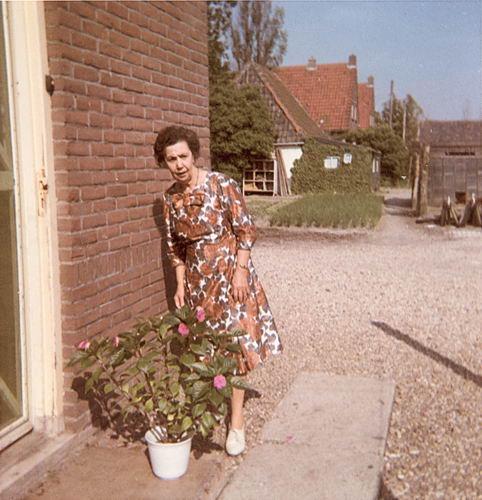 Kruisweg N 0431 1964 met Visite v Zus Annie v Veen