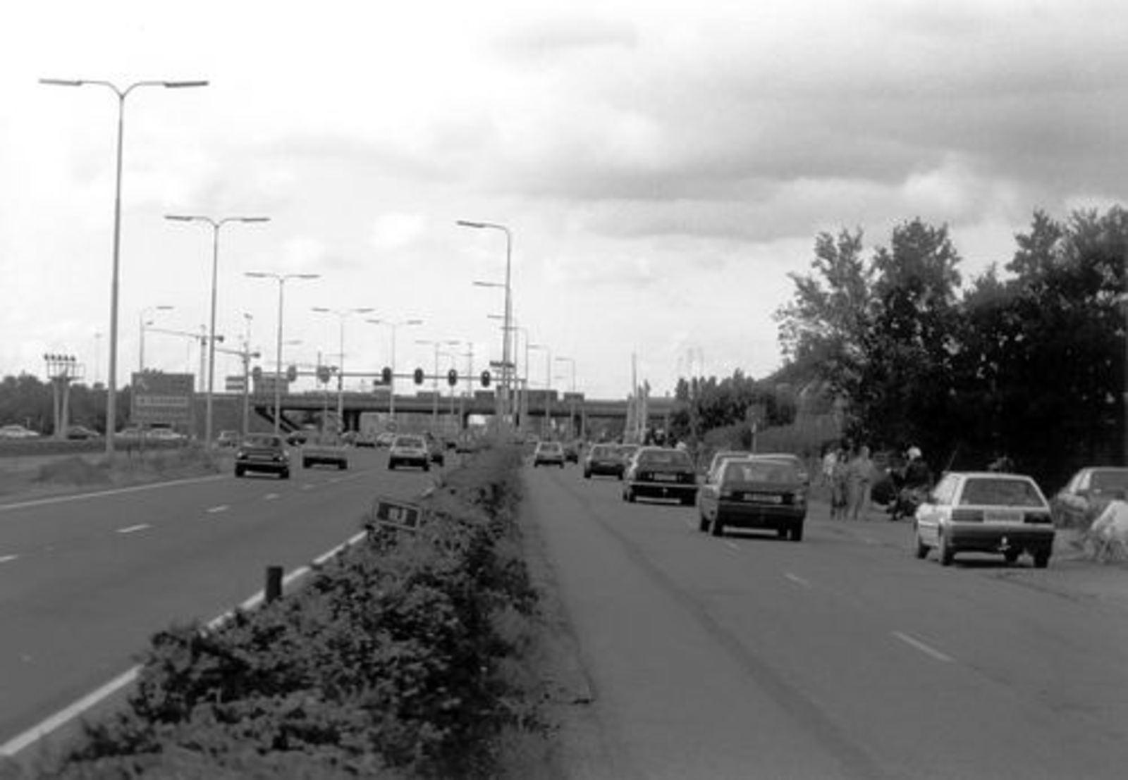 Kruisweg N 0470 1992± door WJ vd Linden 055