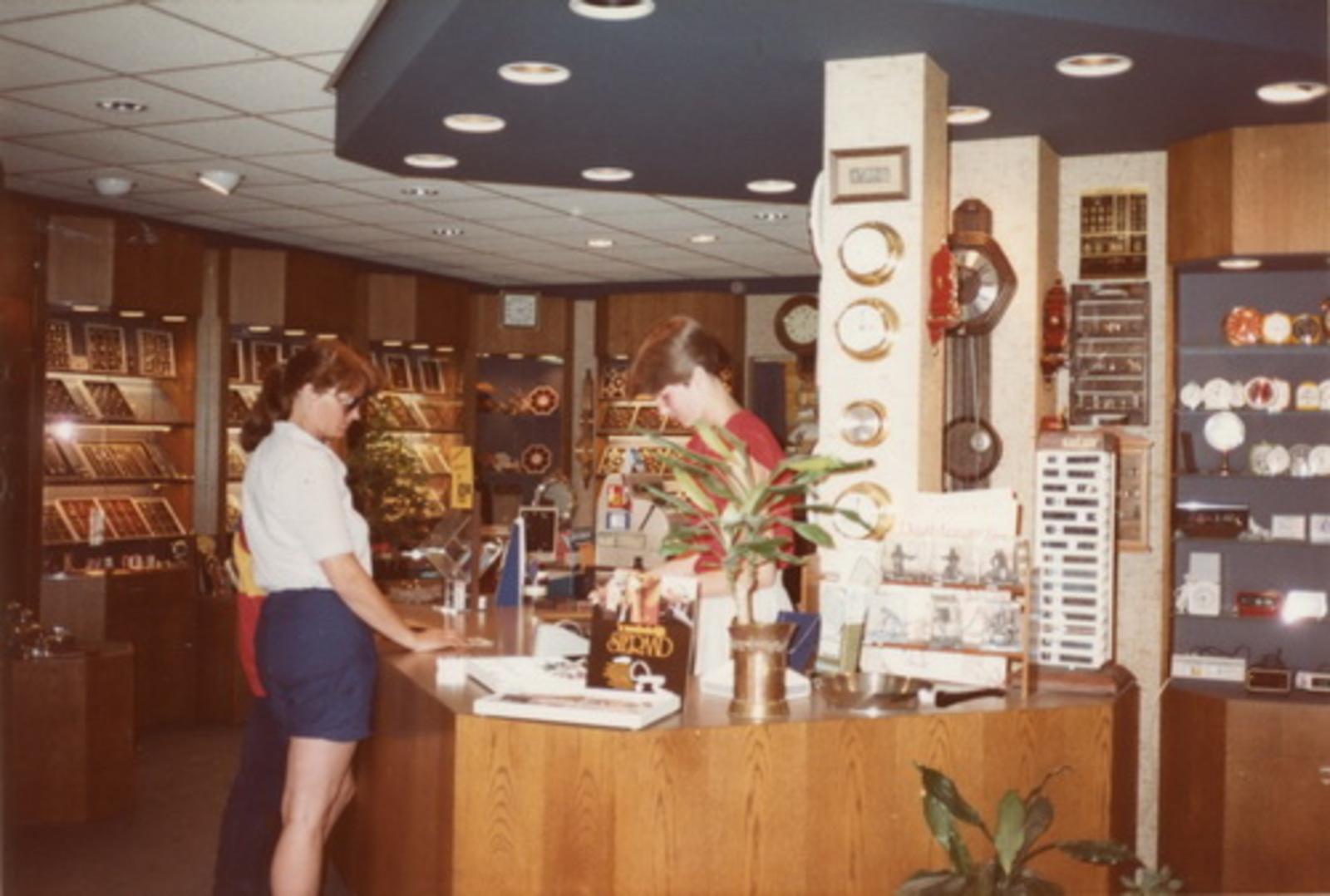 Kruisweg N 0973 1983 winkel Juwelier Sparnaaij 02