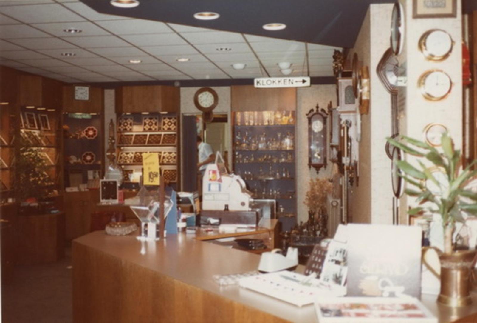 Kruisweg N 0973 1983 winkel Juwelier Sparnaaij 03