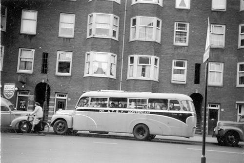 Kruisweg N 0983 19__ ATEK personeelsbus in Amsterdam
