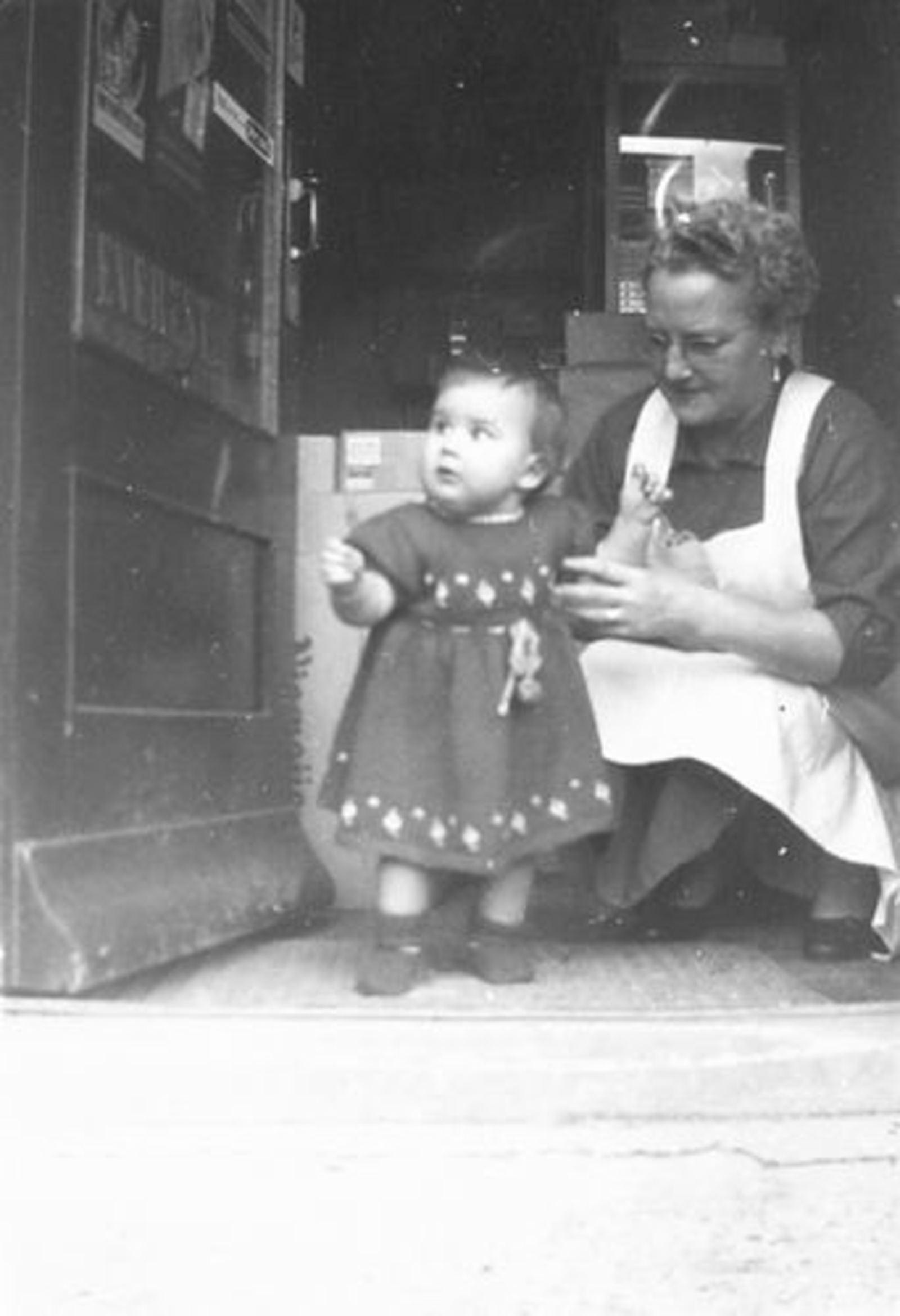 Kruisweg N 0985 1952+ Lena Galis-Verzaal met Lenie Lankhaar 04