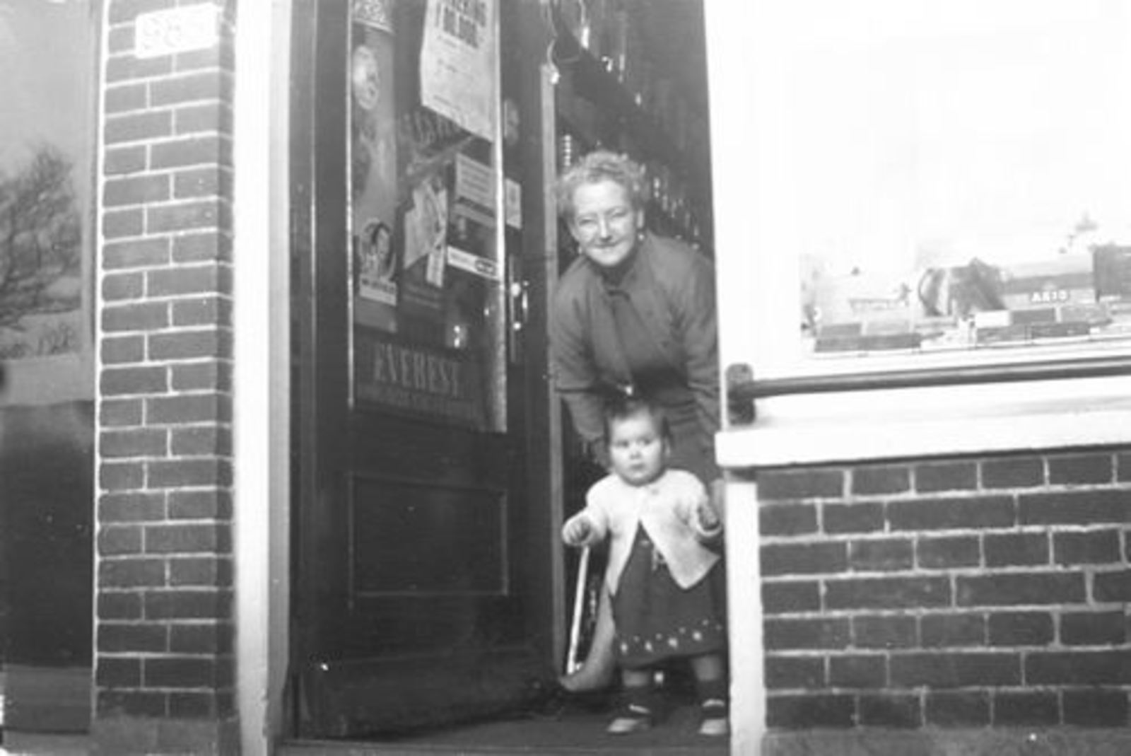 Kruisweg N 0985 1952+ Lena Galis-Verzaal met Lenie Lankhaar 07