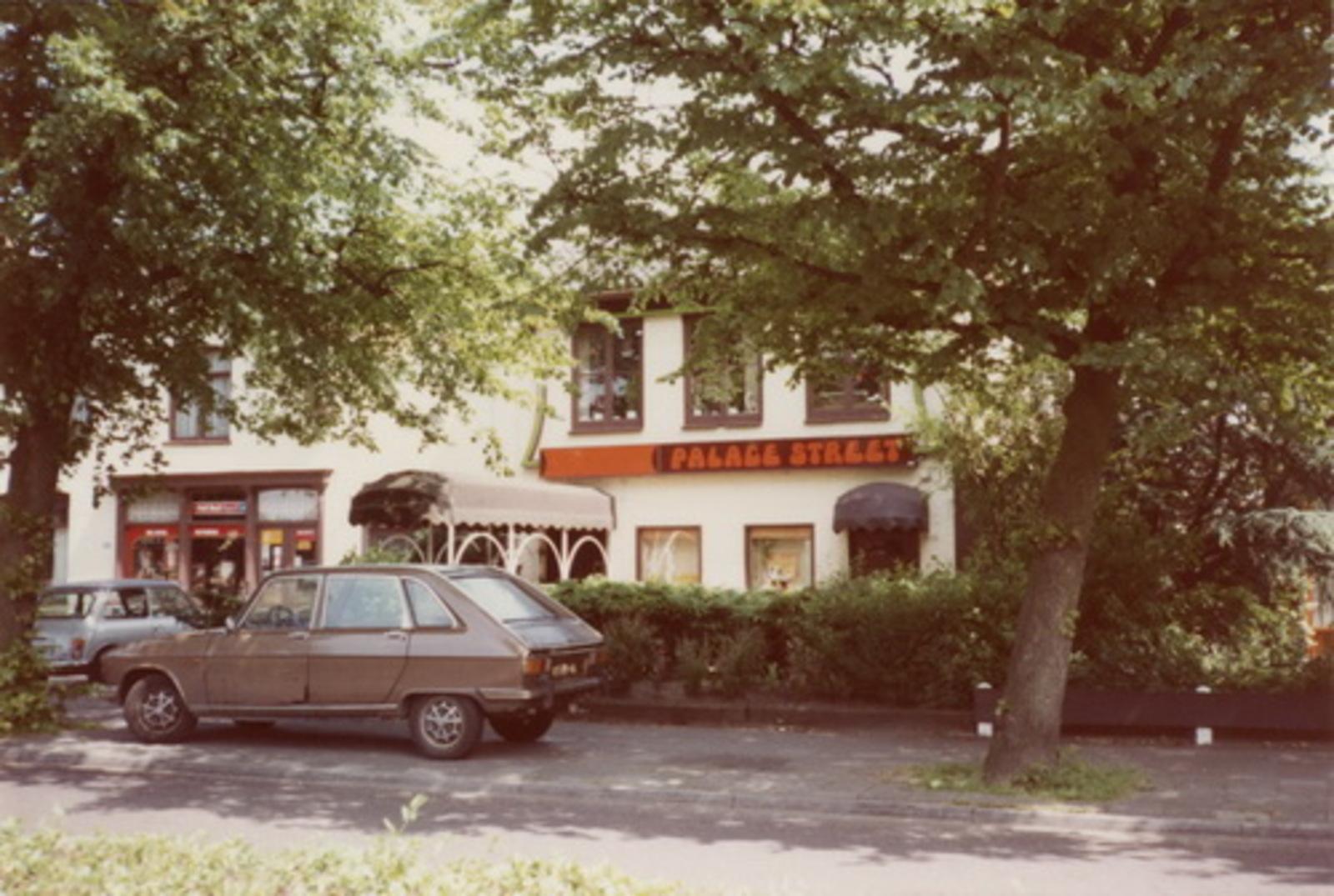 Kruisweg N 1043 1983 Dancing Palace Street