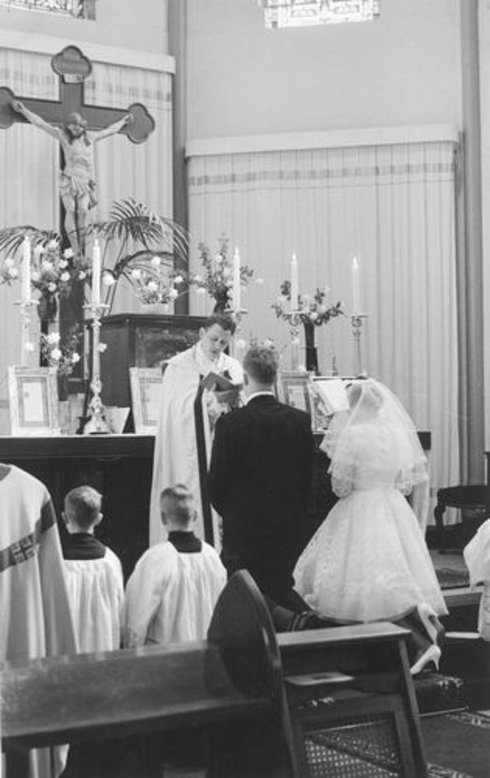 Kruisweg N 1069 1961 RK Kerk bij trouwen Ria Koeckhoven 02