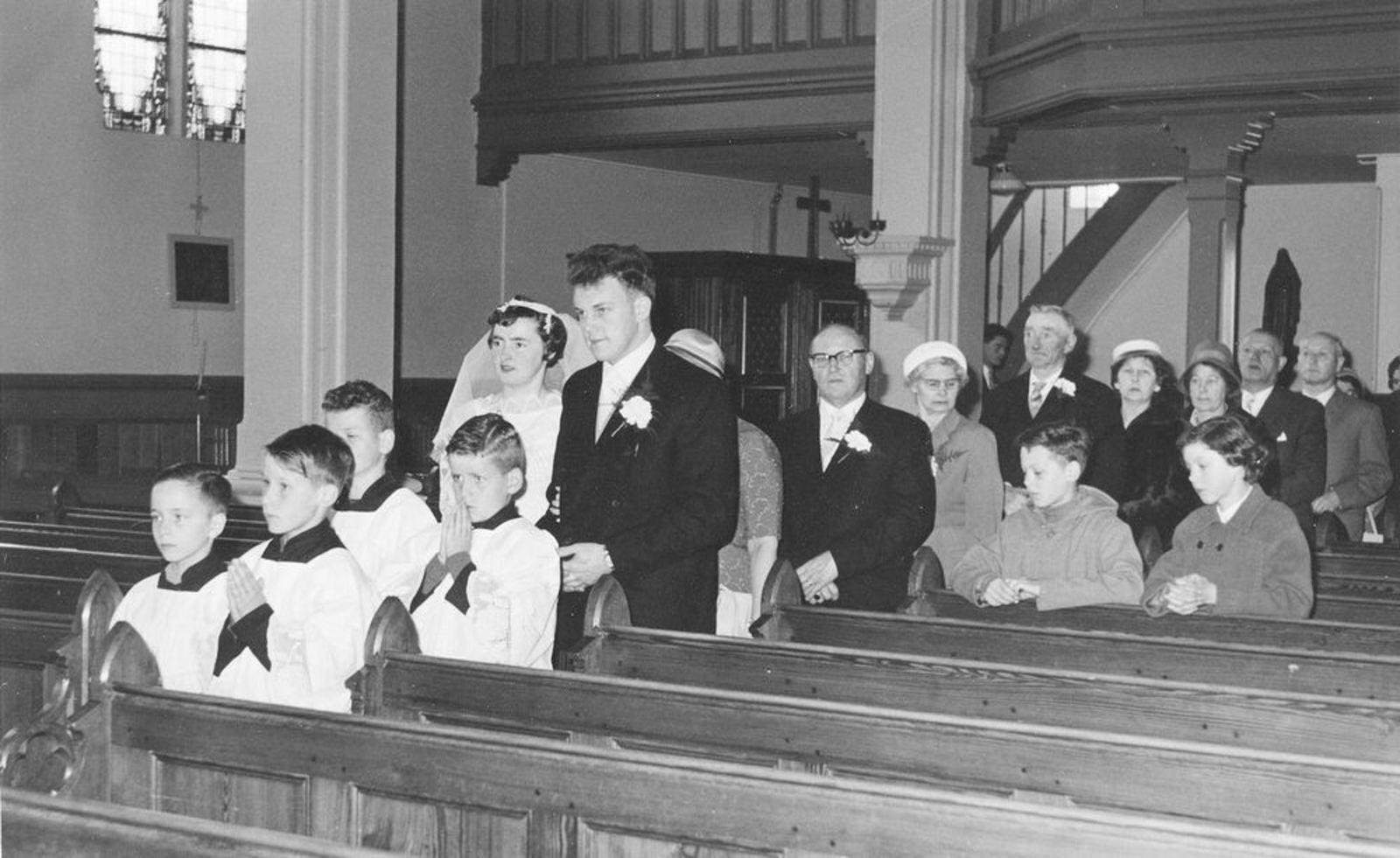Kruisweg N 1069 1961 RK Kerk bij trouwen Ria Koeckhoven 03