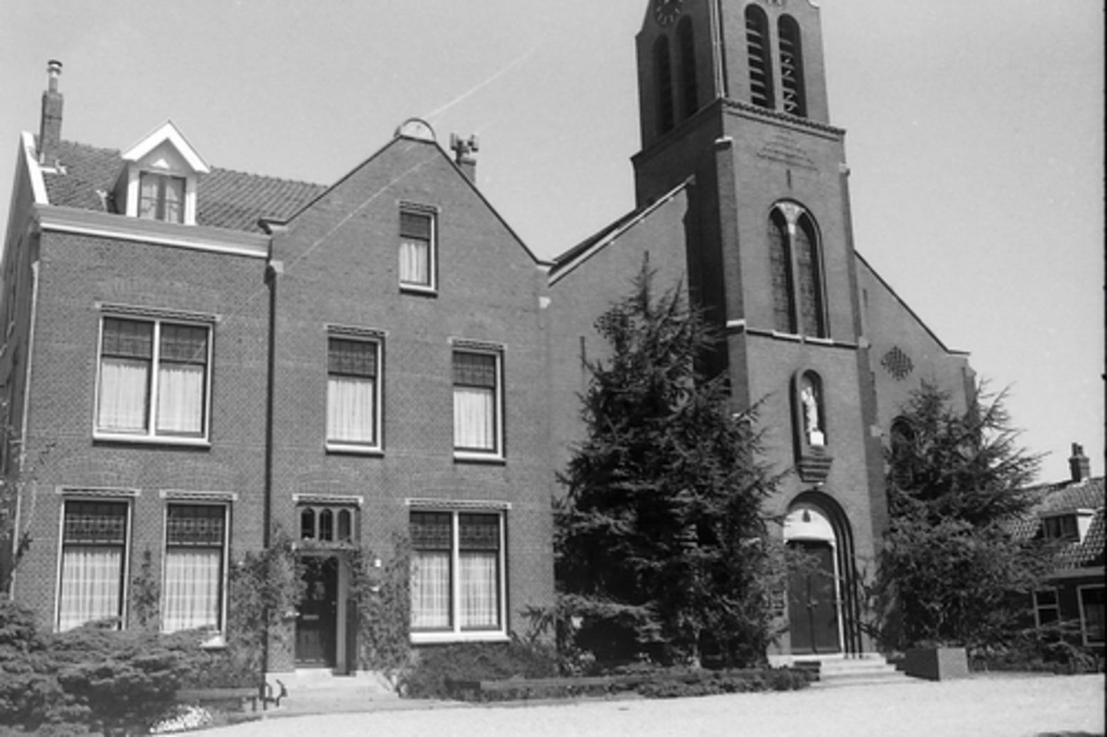 Kruisweg N 1069 1979 RK Kerk 01
