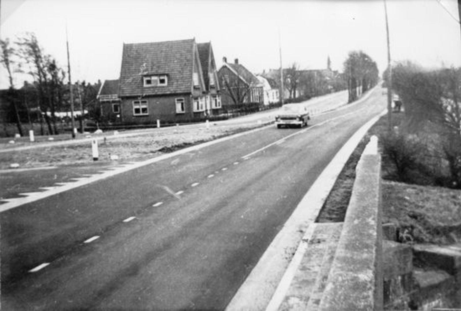 Kruisweg N 1143-1139 19__ Zicht naar Oosten