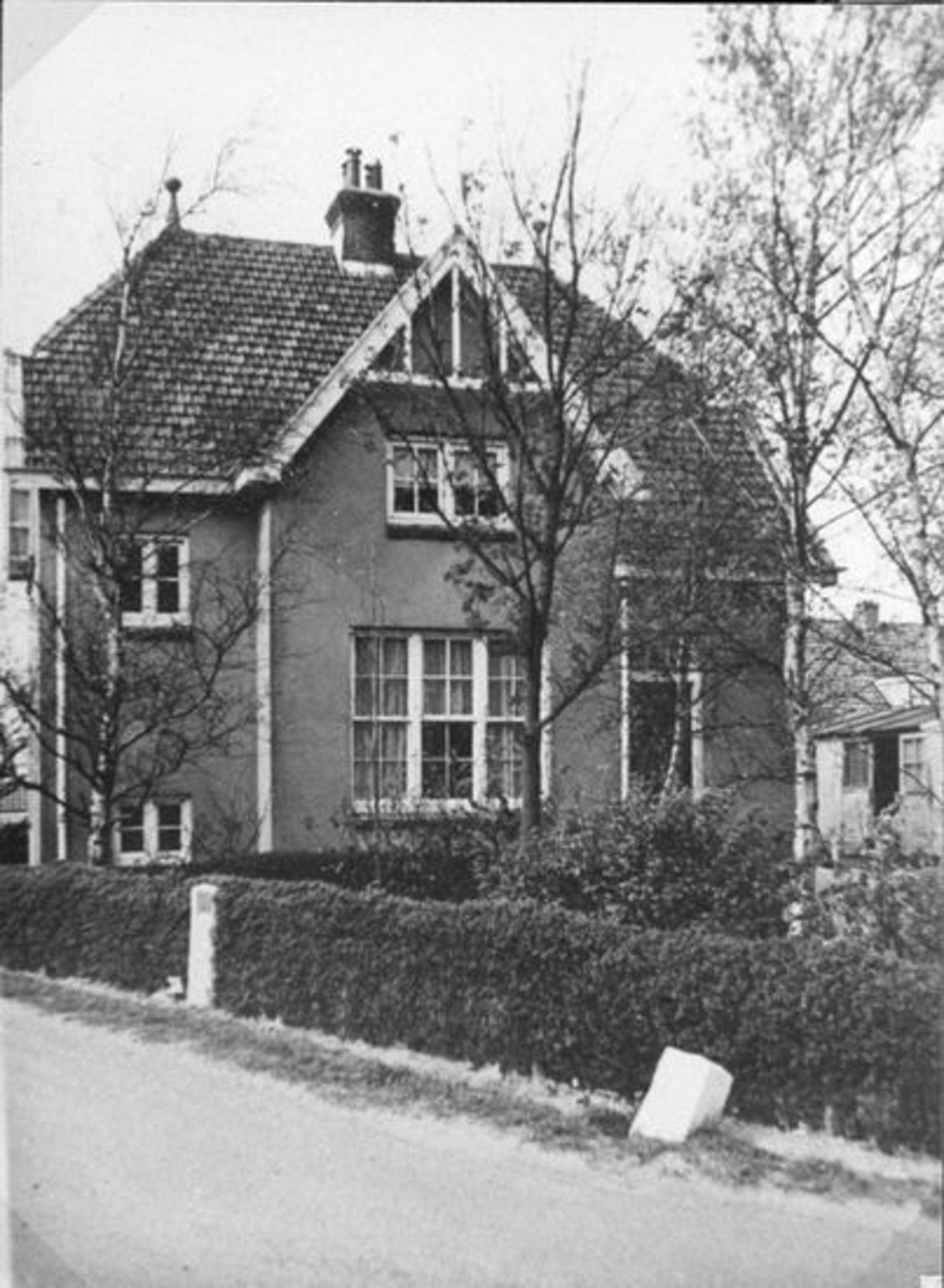 Kruisweg N 1145 19__ Spoorhuis 04