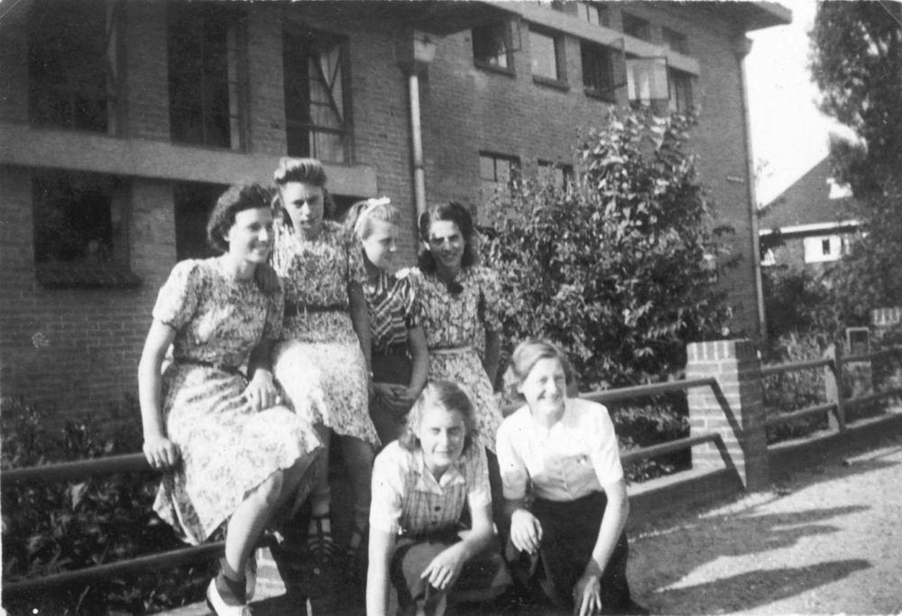 Kruisweg Z 0612 1941 Nijverheidsschool met Meiden