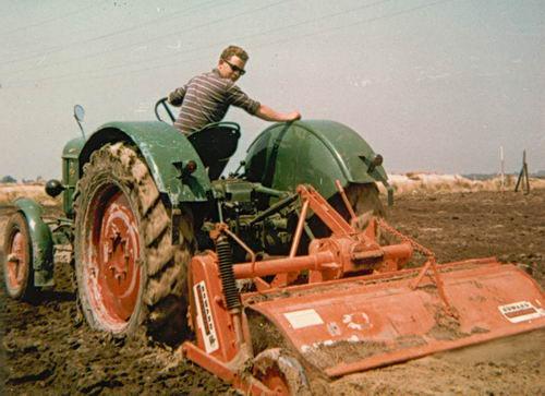 Lanser Fa Joop 19__ met Dik Lanser op Deutz Tractor 02