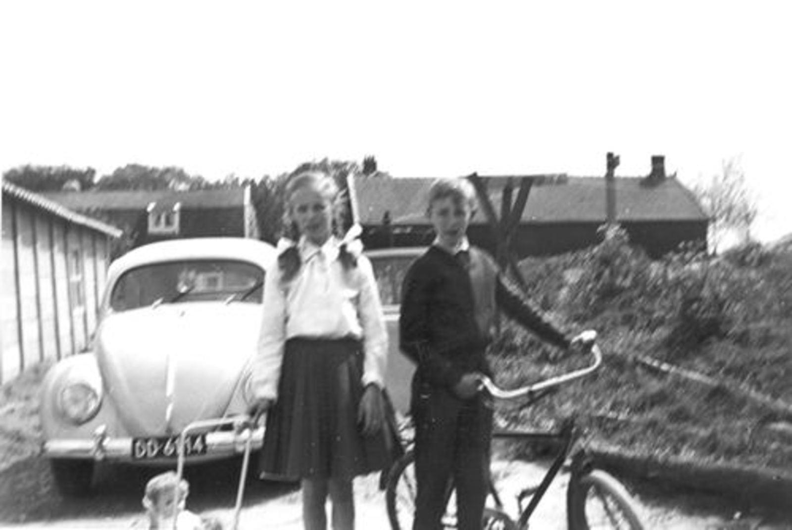 Lisserdijk 0014± 1961 met kinderen Rip bij Polderopslag 02