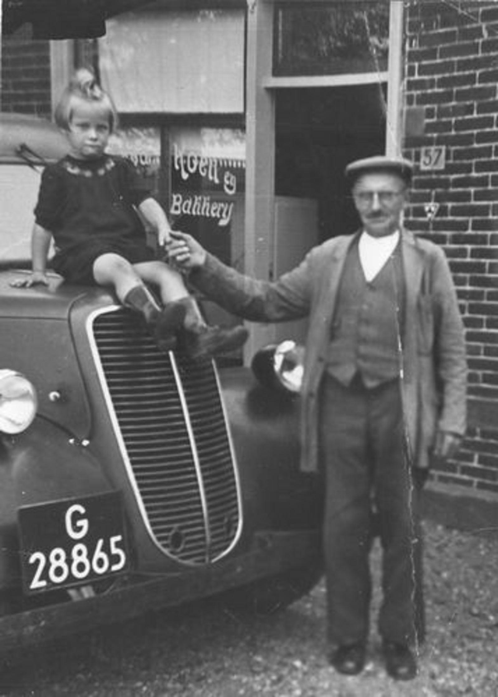 Lisserdijk 0057 1950± Bakker de Man met Kleindochter