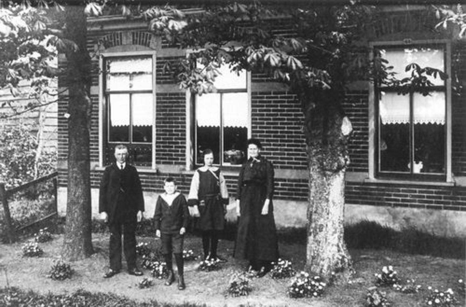 Lisserdijk 0411 1924 met fam Andries Dekker