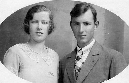 Mantel Klaas Klaaszn 1910 19__ met vrouw Meinoutje Baarsen