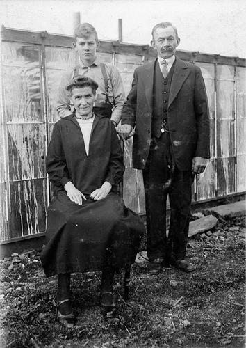 Mantel Pieter Janzn 1866 193_ met vrouw Gerritje Terlouw en zoon Pieter
