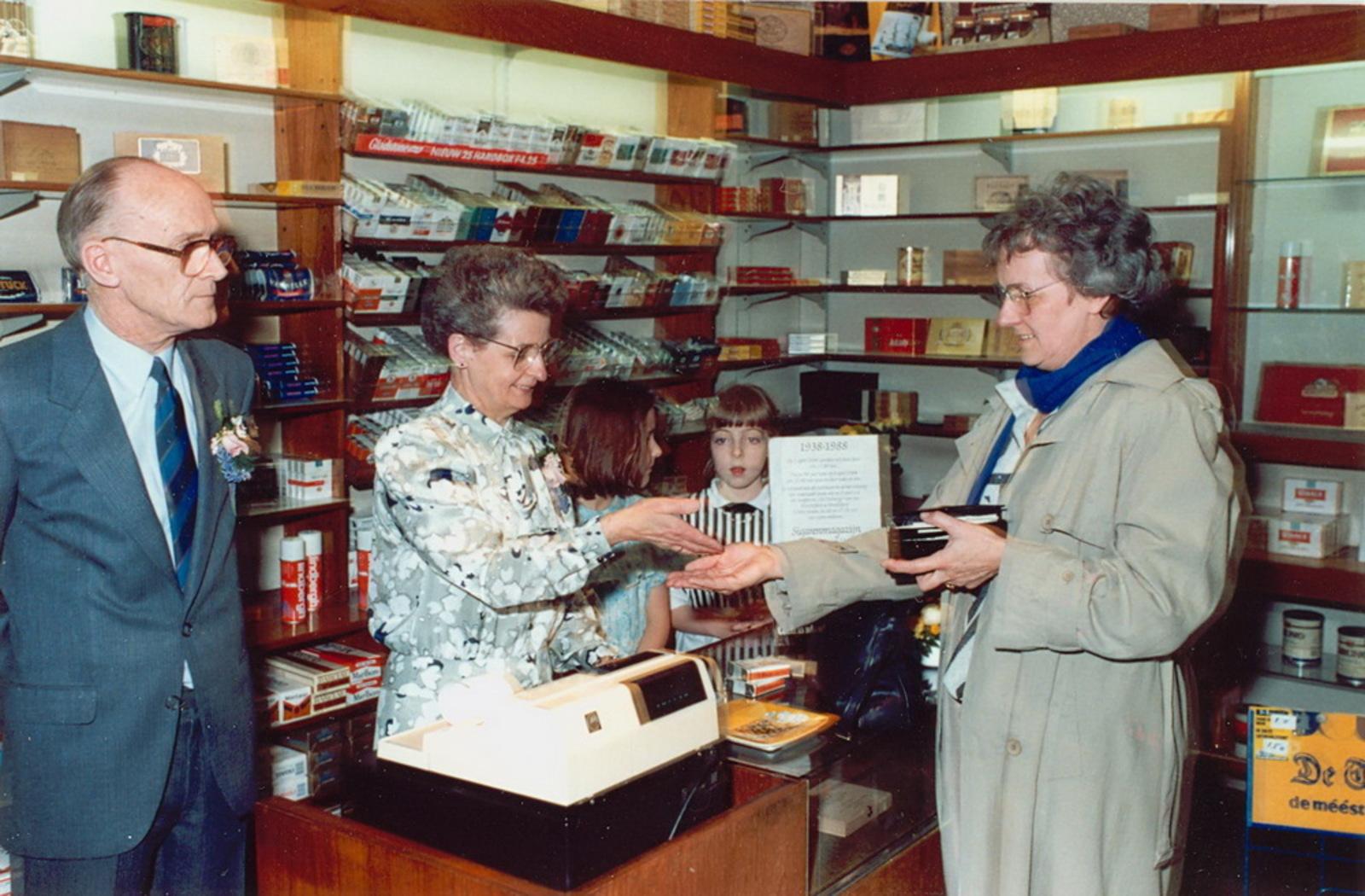 Marktlaan O 0022 1988 Sigarenboer Kraak 50jr Jub en Sluiting 11