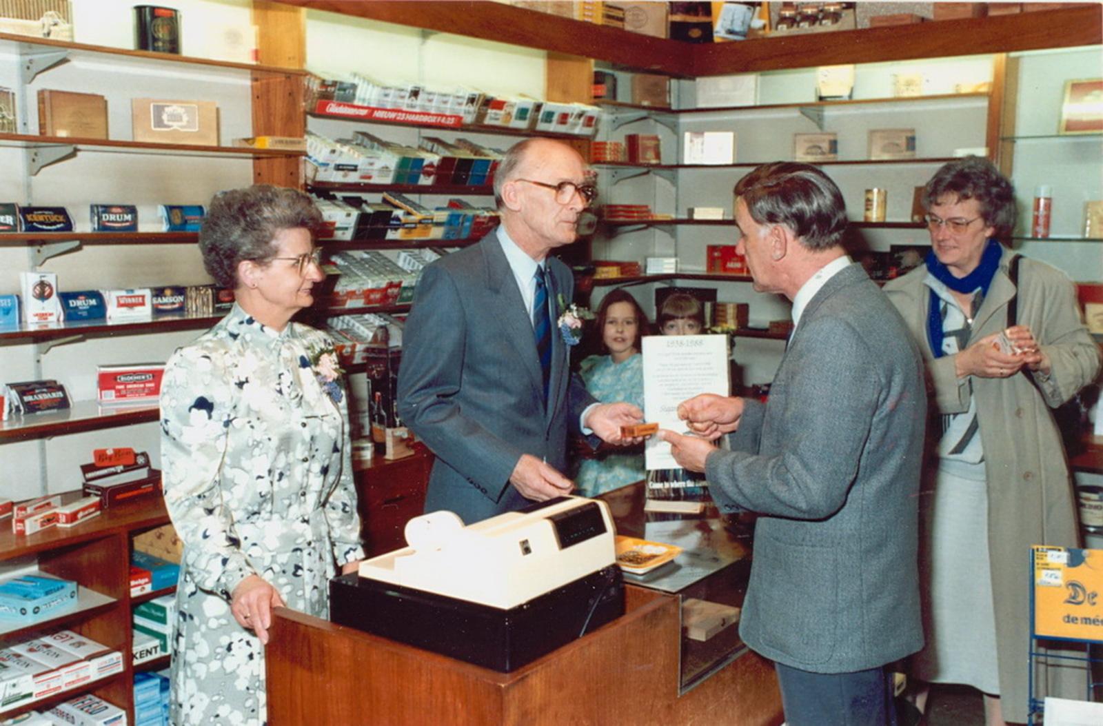 Marktlaan O 0022 1988 Sigarenboer Kraak 50jr Jub en Sluiting 12