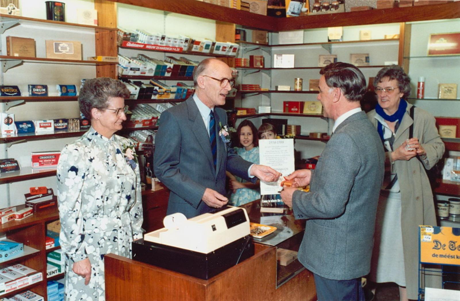 Marktlaan O 0022 1988 Sigarenboer Kraak 50jr Jub en Sluiting 13