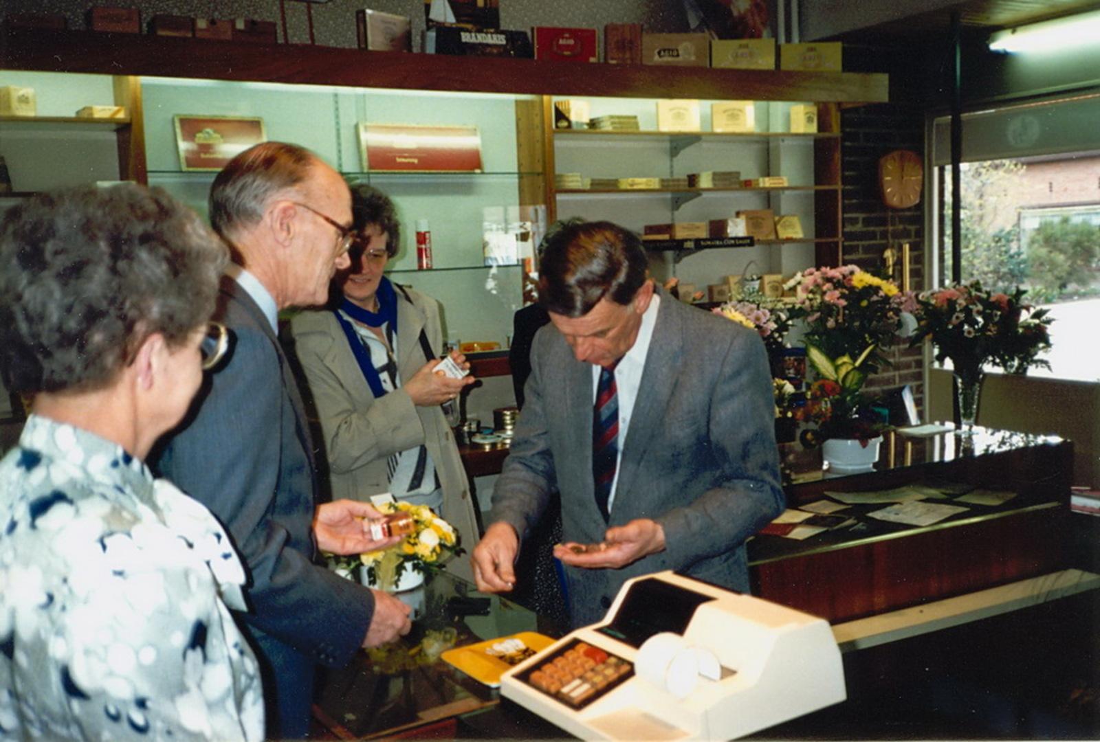 Marktlaan O 0022 1988 Sigarenboer Kraak 50jr Jub en Sluiting 27
