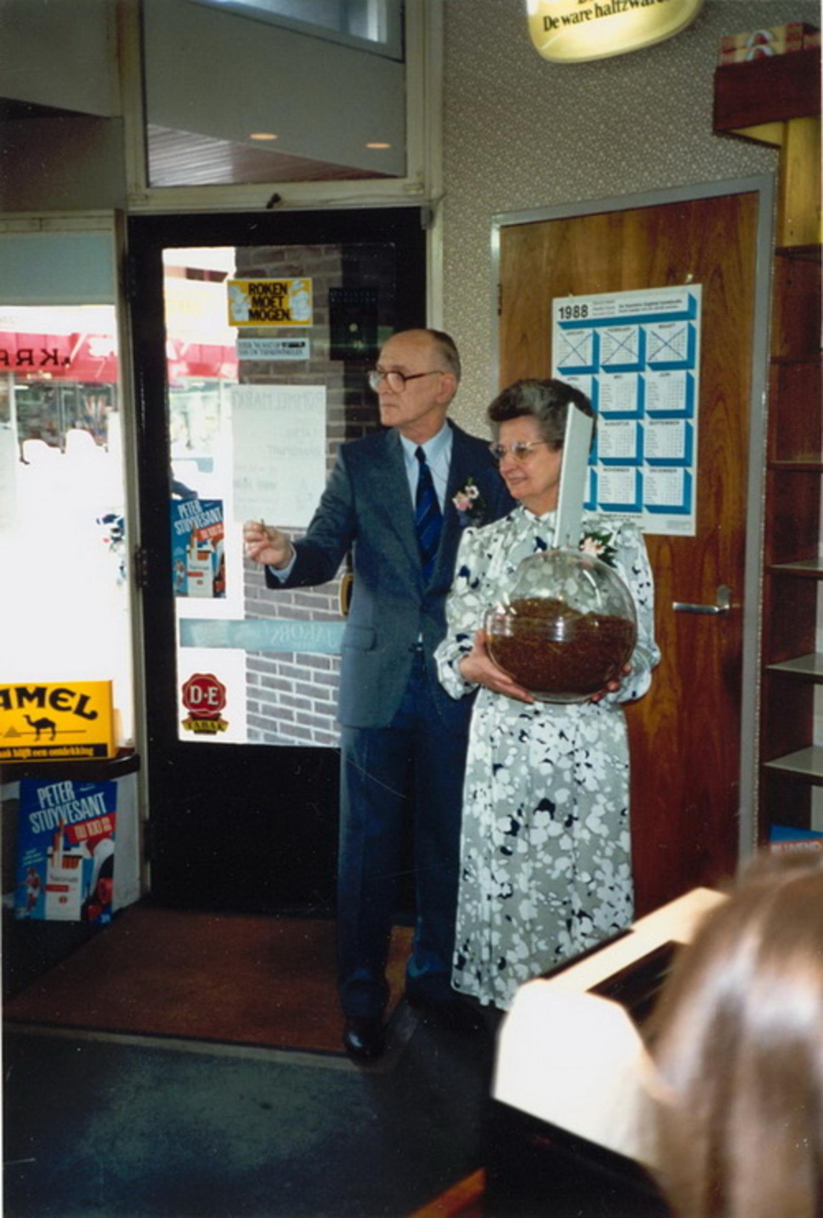 Marktlaan O 0022 1988 Sigarenboer Kraak 50jr Jub en Sluiting 31